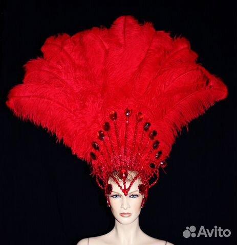 танцовщица в купальнике старая с перьями на голове фото