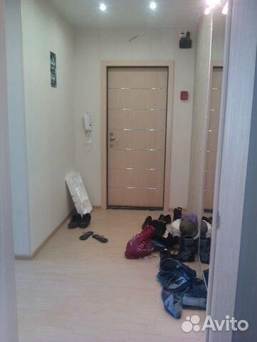 светлые входные двери в квартире