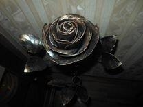 Роза кованная в подставке